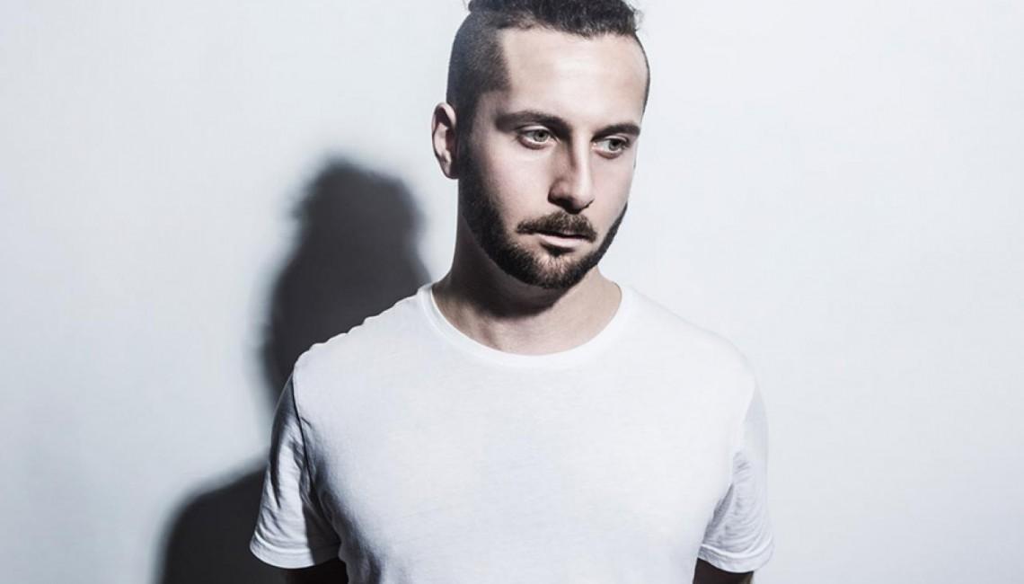 """Elderbrook, współtwórca klubowego przeboju """"Cola"""", przedstawia nowego singla """"Capricorn"""""""