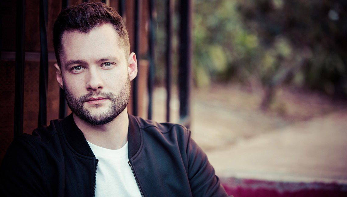 "Calum Scott: Nowy teledysk do utworu ""You Are The Reason"""