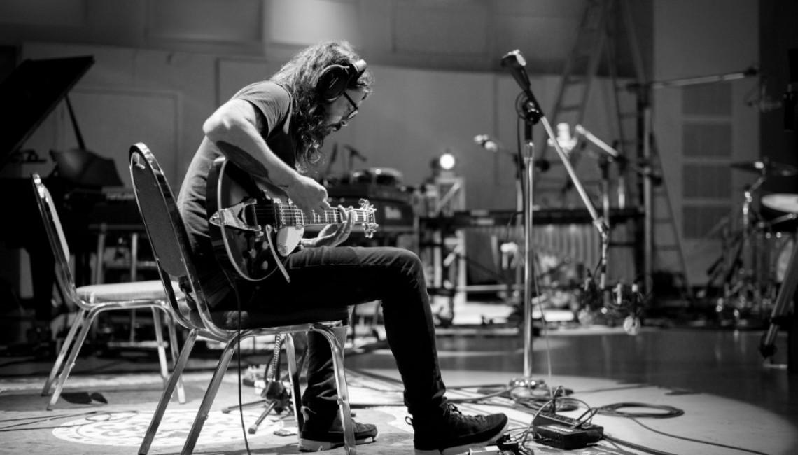 """Dave Grohl: film z nagrywania """"Play"""" do obejrzenia teraz w specjalnej, interaktywnej wersji!"""