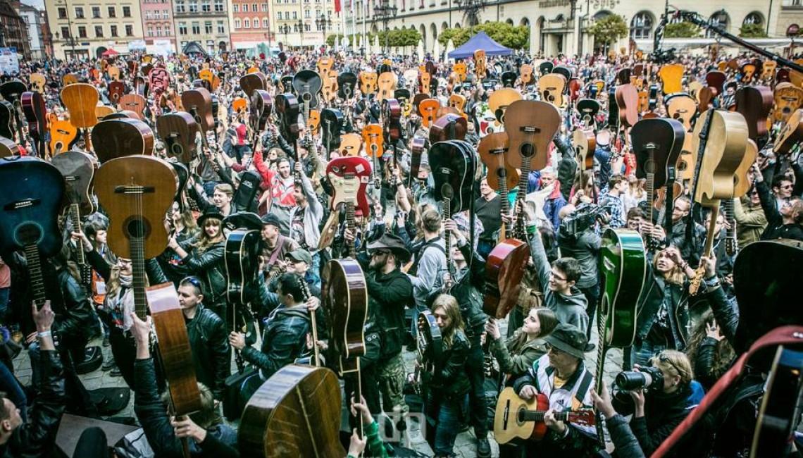 Gitarowy Rekord Świata 1 maja na wrocławskim Rynku i online