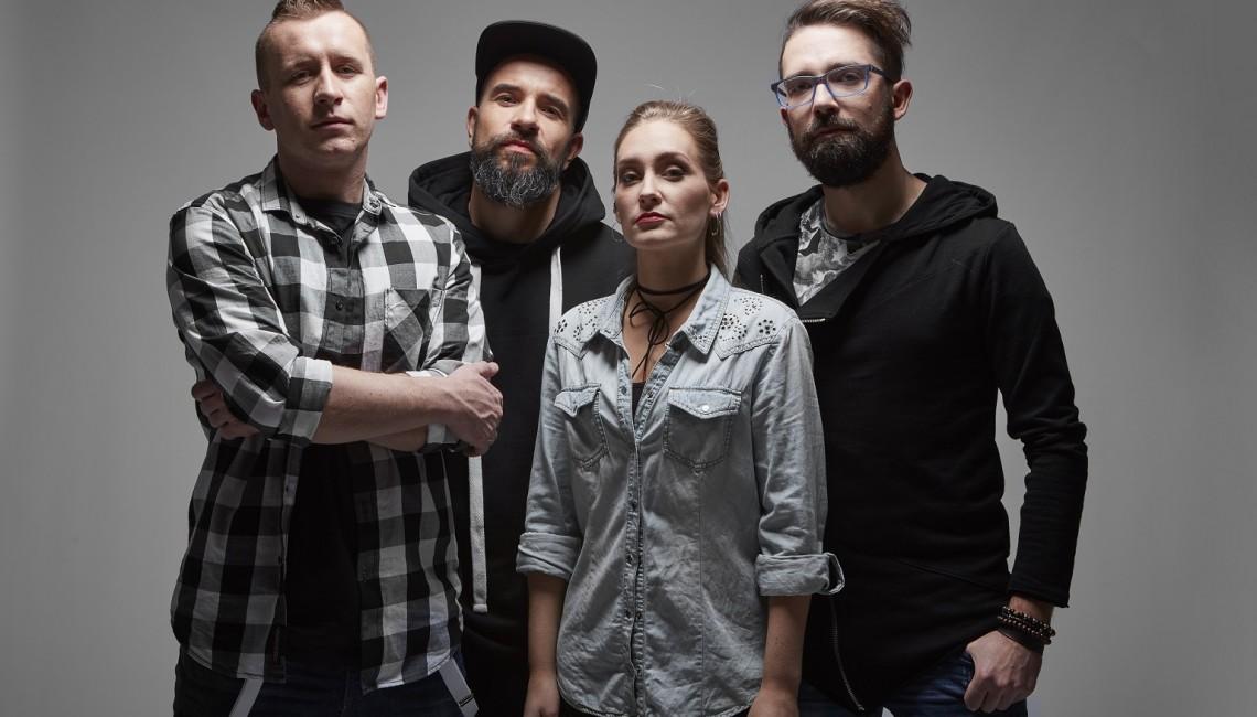 """Omni mOdO z singlem """"Tekturowy Samolot"""", zapowiada swój pierwszy album!"""