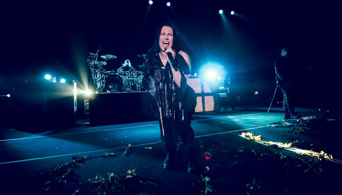 Evanescence podbiło polską publiczność, a Amy Lee utonęła w kwiatach!