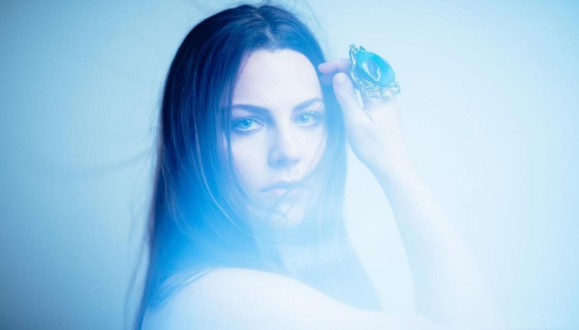 """Wokalistka Evanescence ujawnia nowy utwór """"Love Exists"""""""