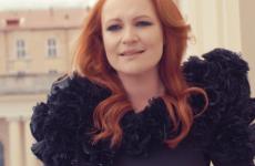 """Ewa Szlachcic zapowiada płytę """"D.N.A."""" piosenką """"Hola, Hola"""""""