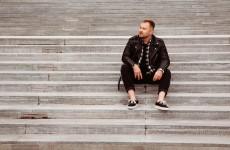 "Julian Lesiński debiutuje albumem i prezentuje klip do utworu ""Czarne Lustro""!"