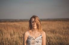 """Bartłomiej Topa w teledysku """"dżon""""! utwór promuje debiutancki album seeme """"short stories that I'm made of"""""""