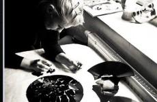 """Aga Krysiuk: """"Płyta winylowa jako nośnik muzyczny, wykorzystywana jako materiał plastyczny najbardziej pasuje do wykonywania obrazów o tematyce muzycznej i to najbardziej lubię  i najczęściej robię"""""""