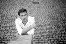 """Michał Szczerbiec ma """"Problem"""" - nowy singel gitarzysty i aktora"""
