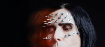 """IAMX prezentuje nowy singiel i teledysk do utworu """"Mile Deep Hollow"""""""