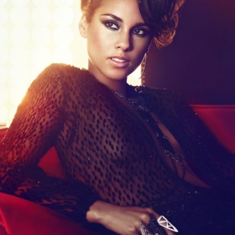 """Alicia Keys dziękuje wszystkim za ich pracę utworem """"Good Job"""""""