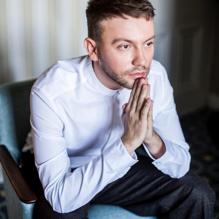 """Arek Kłusowski prezentuje singiel """"Szukam"""""""